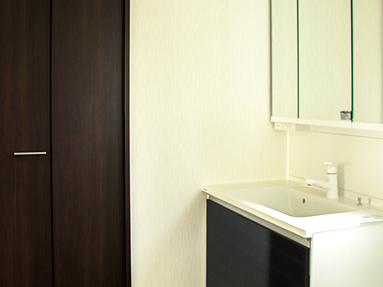 写真:ワイドなたっぷり収納付き洗面台